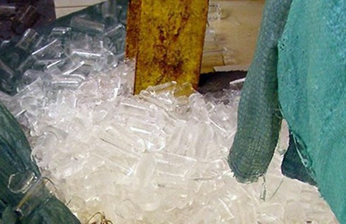 Sản xuất nước đá mất vệ sinh, năm cơ sở bị phạt gần 245 triệu đồng