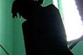 Trạm trưởng y tế cắn lưỡi, đập đầu vào tường tự tử đã tử vong