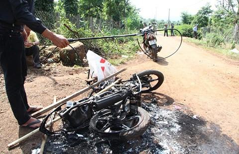 Bị đánh chết, đốt xe vì nghi trộm chó