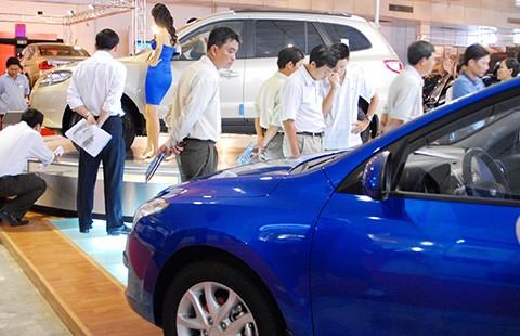 Ô tô hạng trung sắp giảm giá