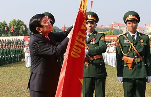 Trao huân chương Quân công hạng Nhất cho các quân khu