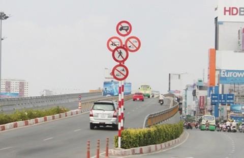 Biển báo giao thông gây ngơ ngác
