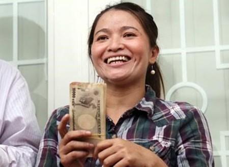 Đổi hơn 1 triệu yen mục nát cho chị Hồng ve chai