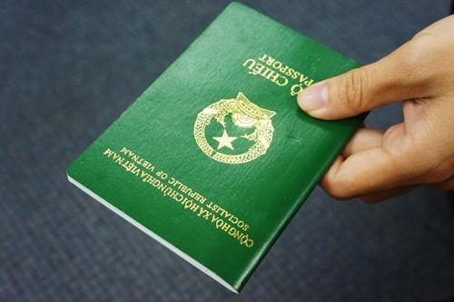 Dùng giấy tờ giả sẽ bị cấm đi máy bay