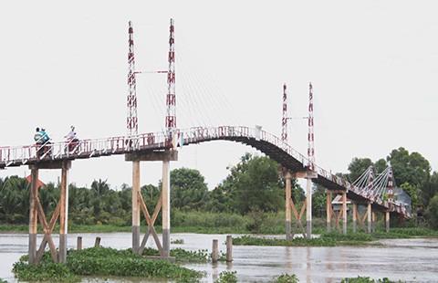 Chuyện không tin nổi từ cây cầu chờ sập