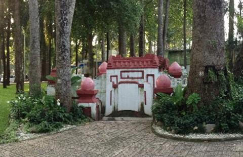 Chuyện lạ mộ cổ Sài Gòn
