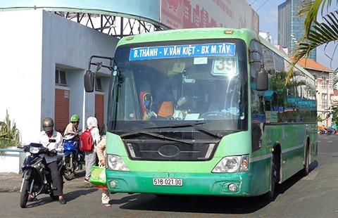 Đón xe buýt sao mà khó quá!