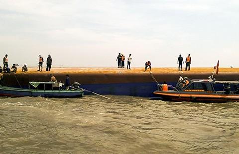 Vụ chìm tàu Hoàng Phúc 18: Chưa tìm được hai người mất tích