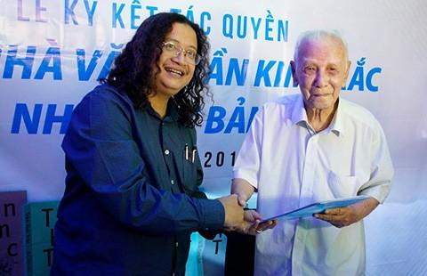 Nhà văn Trần Kim Trắc lí lắc tuổi 86