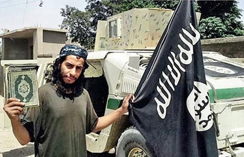 Tên giám sát vụ khủng bố ở Pháp là người Bỉ