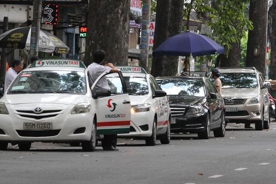 Mở cao điểm phạt ô tô chiếm đường