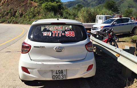 Vây bắt nhóm cướp taxi trốn vào rừng