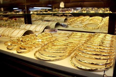 Giá vàng thấp nhất trong sáu năm