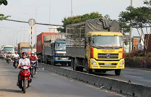 Cấm xe tải trên quốc lộ 1:Thanh tra giao thông nói gì?