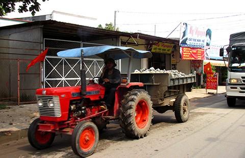Xe công nông, ba gác tự chế'đại náo' Sài Gòn