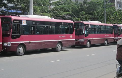 Bãi đậu xe buýt làm khổ dân