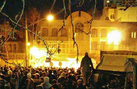 Đại sứ quán Saudi Arabia bị đốt