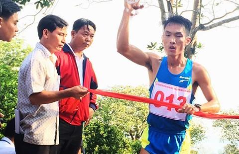 Giải VĐ việt dã leo núi Bà Rá 2016: Hoàng Nguyên Thanh lập hat trick vàng