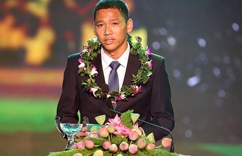 Quả bóng vàng Việt Nam: Bó đũa và cột cờ