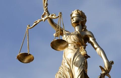 Thần công lý nhảy nhổm!