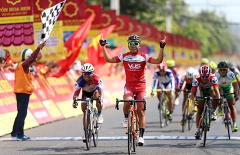 Giải xe đạp Bến Tre: Lê Văn Duẩn mở 'tài khoản điểm'