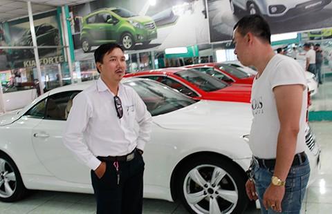 Giá thuê ô tô chơi tết tăng chóng mặt