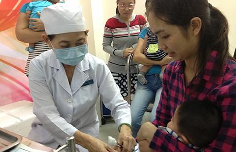 TP.HCM tiếp tục tiêm 12.500 liều vaccine dịch vụ Pentaxim