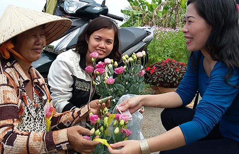Hàng triệu giỏ hoa miền Tây ra chợ tết