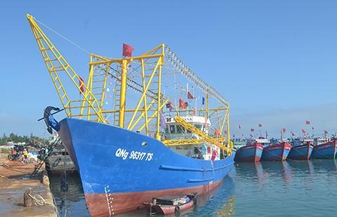 Bàn giao tàu cá vỏ thép thứ ba cho ngư dân Lý Sơn