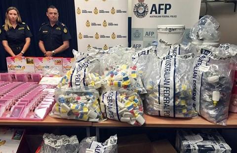 Úc tịch thu ma túy lỏng nhập từ Hong Kong