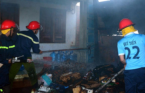 Nghịch lửa, ba đứa trẻ suýt bị thiêu sống