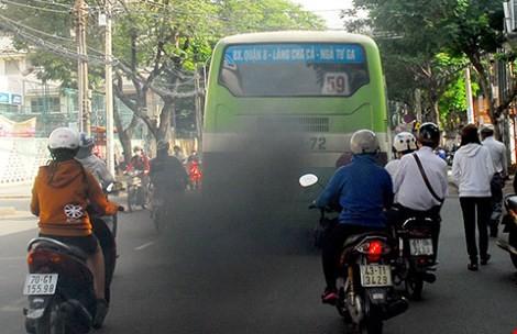 TP.HCM xử phạt xe buýt xả khói đen