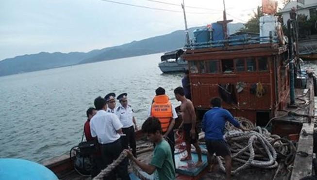 Bảy ngư dân đang chờ cứu nạn
