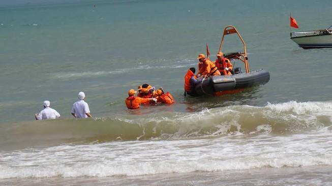 Chưa tìm thấy năm ngư dân bị tàu lạ tông chìm