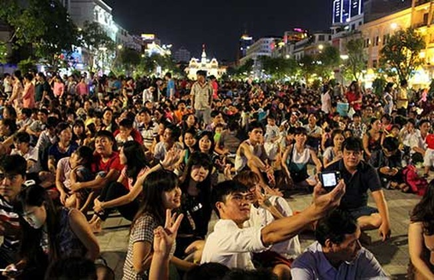 Cấm tụ tập ăn uống trên phố đi bộ Nguyễn Huệ