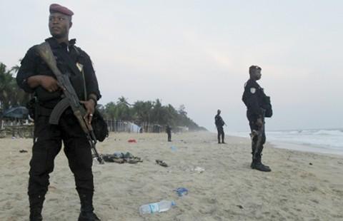 Al Qaeda tàn sát trên bãi biển Bờ Biển Ngà