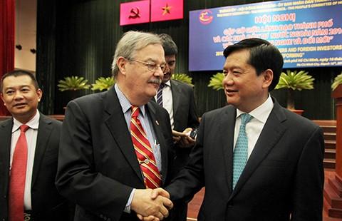 Bí thư Đinh La Thăng: 'Không thể cái gì cũng đẩy lên Thủ tướng'