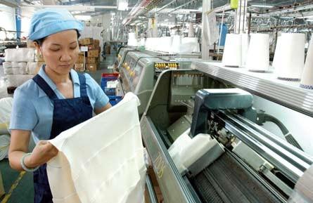 Đề nghị chọn sữa, dệt may để kích thích sản xuất