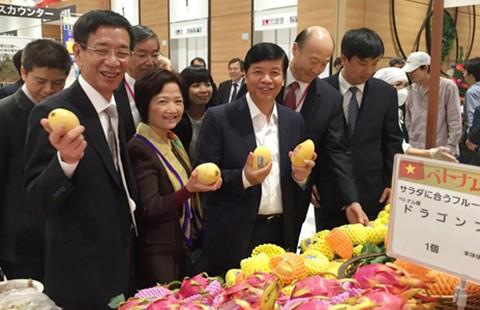 Thủ tướng, đại sứ tiếp thị hàng Việt