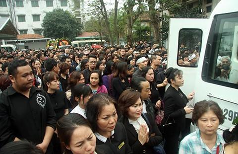 Hàng ngàn người tiễn đưa nhạc sĩ Trần Lập