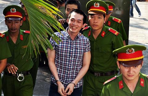 Tăng án tù cựu công an viên đánh chết học sinh