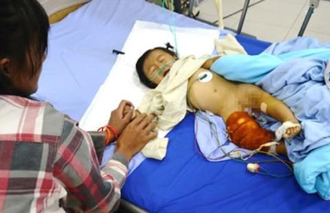 Nghịch súng, bé trai ba tuổi bắn trúng bé chín tháng tuổi
