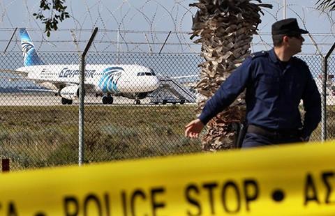 Tên cướp máy bay Ai Cập bị bắt