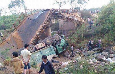 Xem xét khởi tố vụ xe tải làm sập cầu sắt ở Đắk Lắk