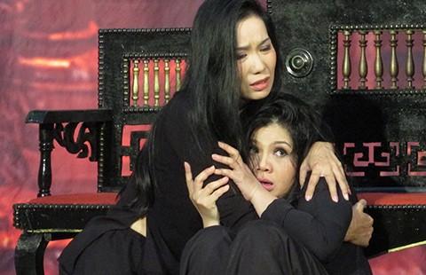 Rần rần diễn kịch ma và đồng tính