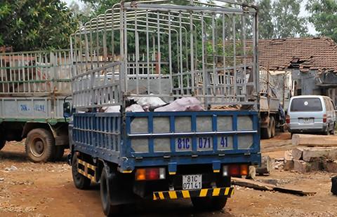 Đánh xe tải đi trộm lò than