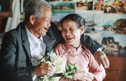 Bộ ảnh cưới tuổi 80 ở bãi sông Hồng