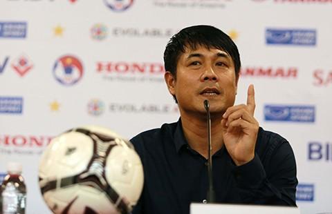 'Đừng ca ngợi cầu thủ Việt Nam như Messi, Ronaldo…'