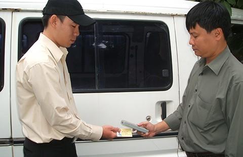 Tiền trợ giá đi xe buýt phải trả về cho dân