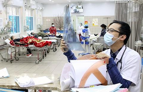 Trời nóng, bệnh nhân nhập viện gia tăng